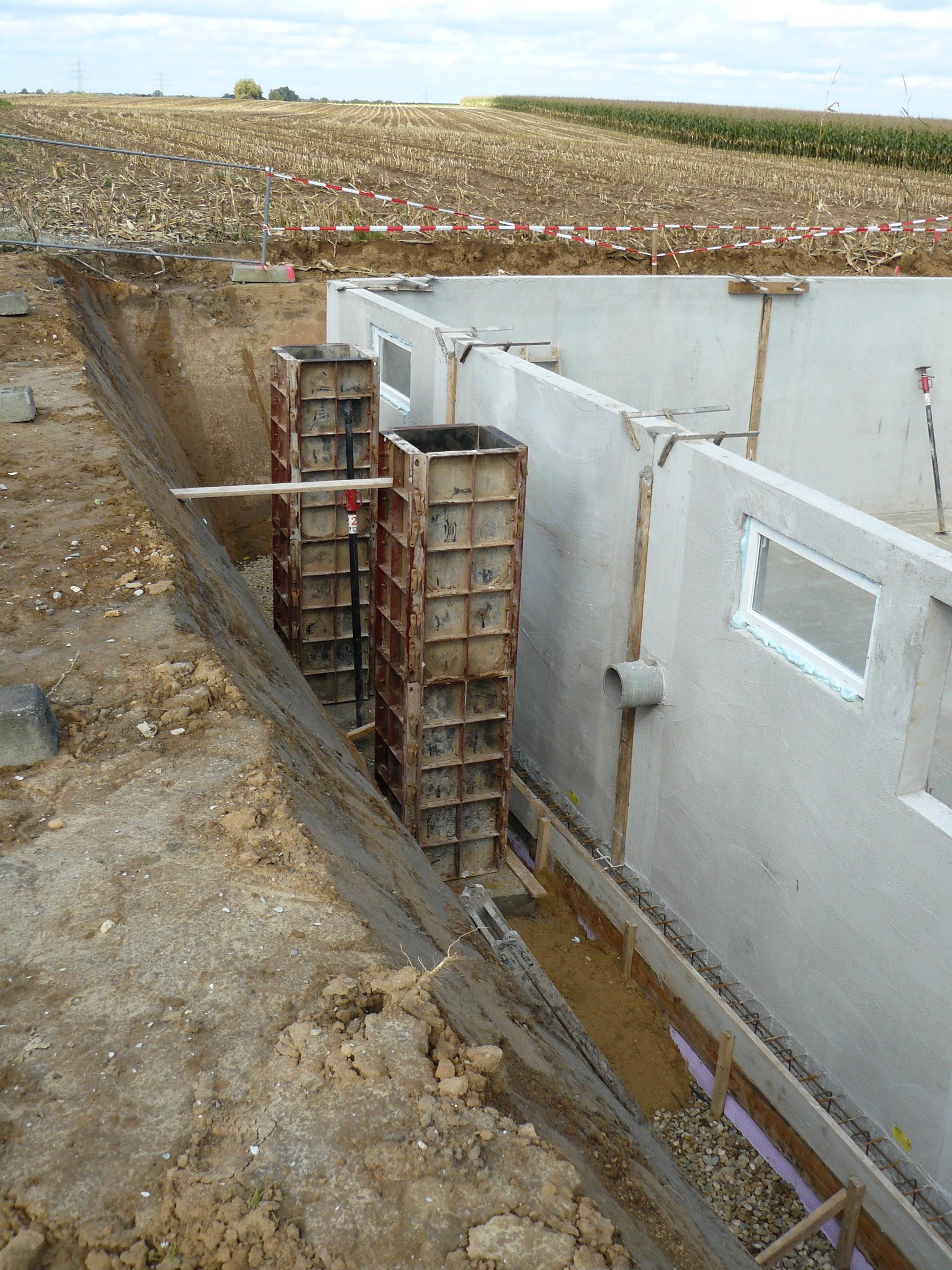 Kelleraußenwände und Vordachfundamentschalung