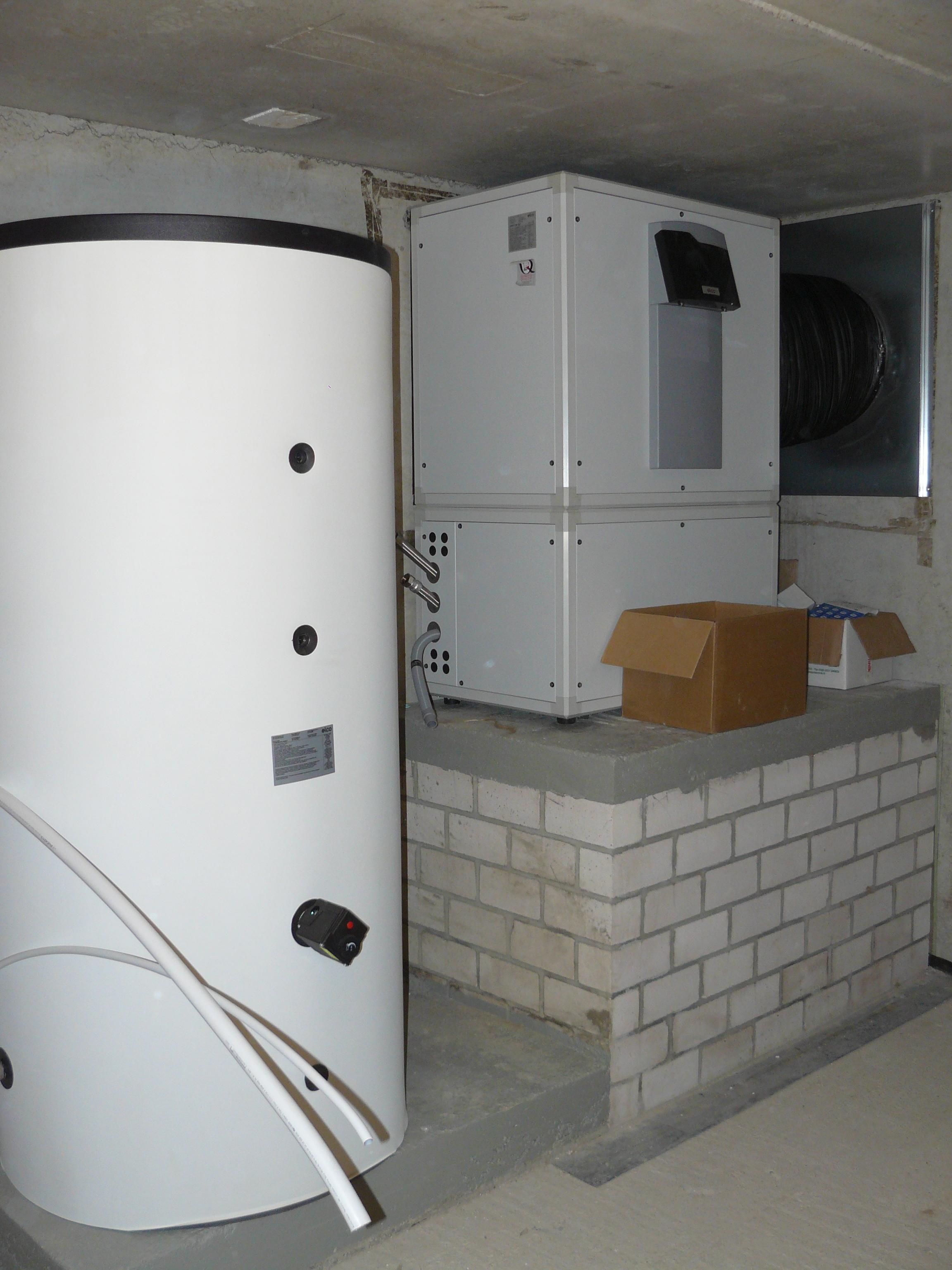 Warmwasserspeicher und Luftwärmepumpe