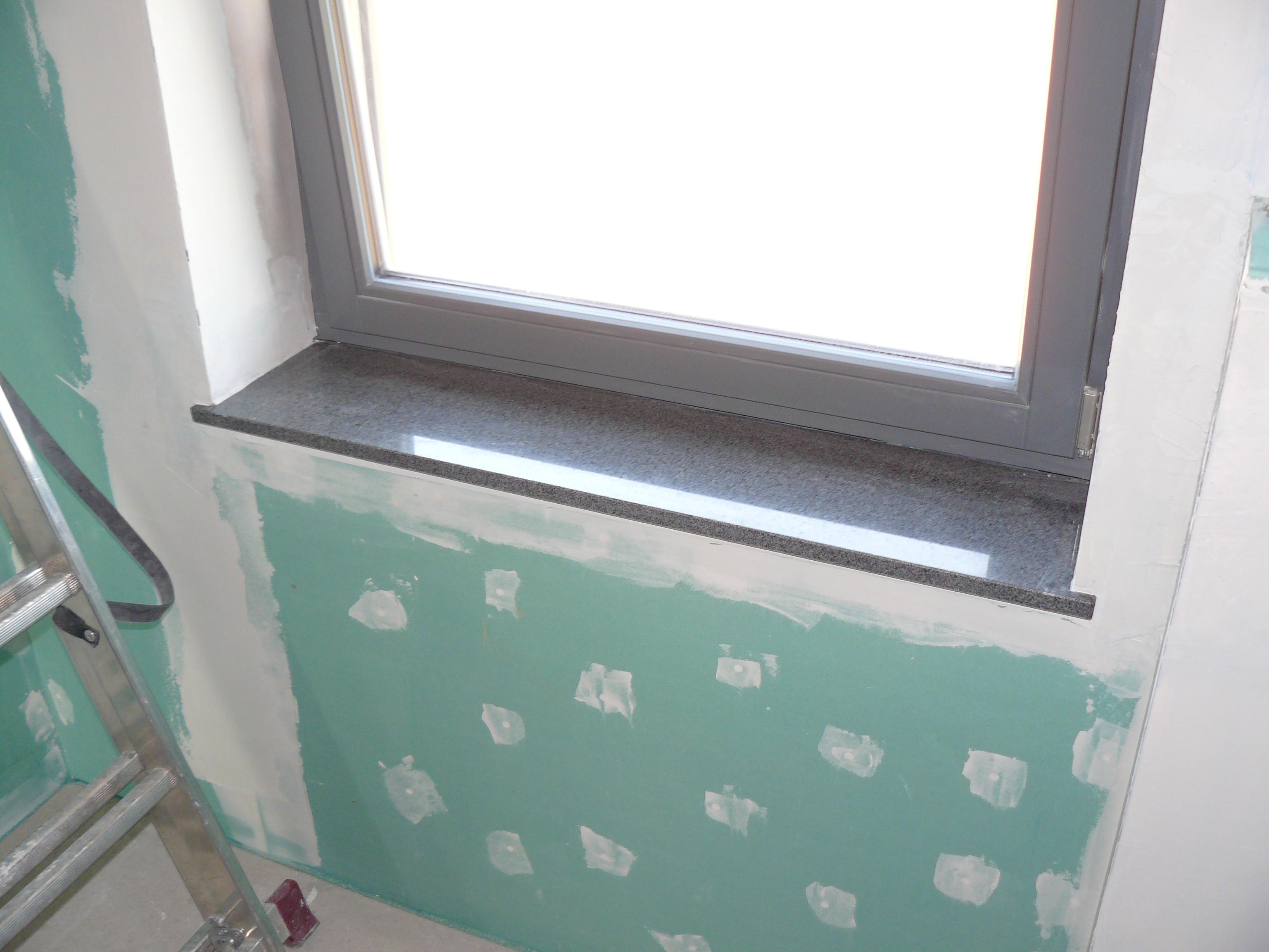 Fensterbank im Badezimmer