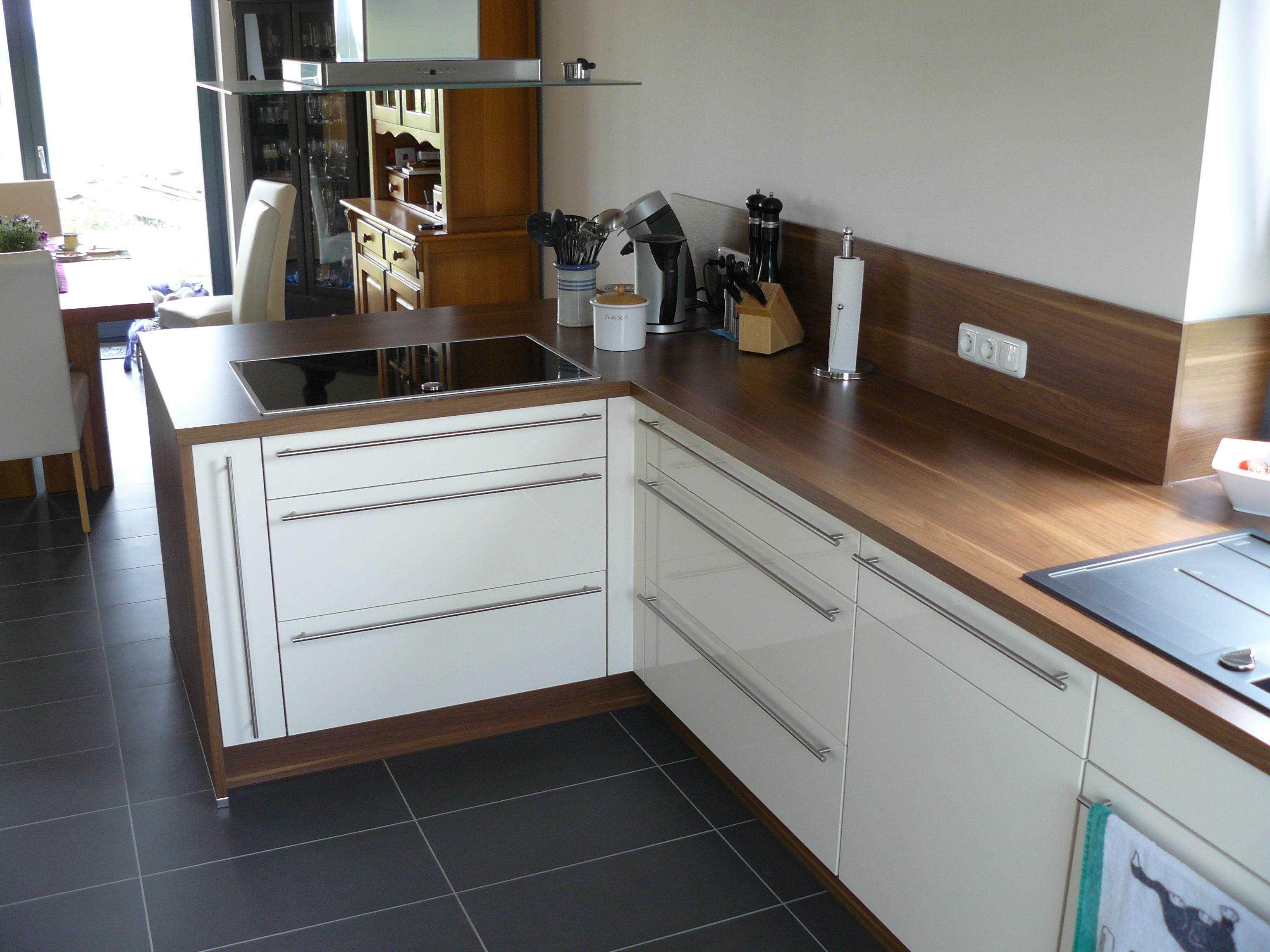 Sicht aus der Küche in Richtung Esszimmer