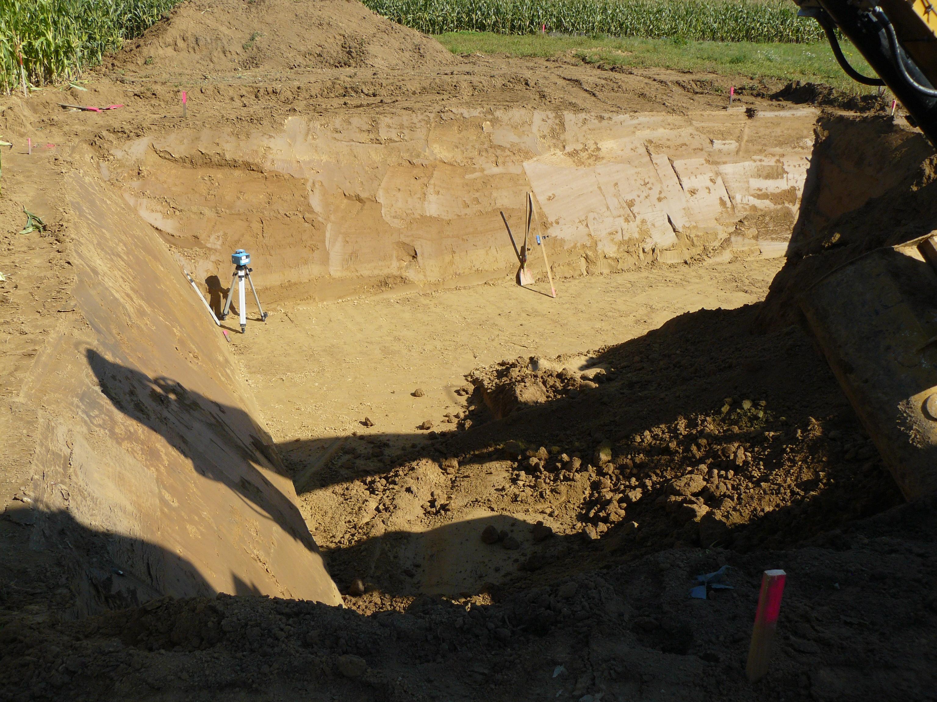 Zweidrittel der Baugrube ist schon ausgehoben