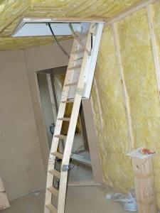 Bodentreppe geöffnet und noch ungekürzt (es fehlt ja noch der Bodenaufbau (ca. 11cm))