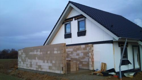 Garagenmauern von der Seite