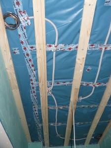 Lautsprecherverkabelung innerhalb der Gäste-WC-Decke