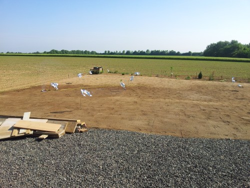 Rasen eingesät und begonnen zu Sprengen