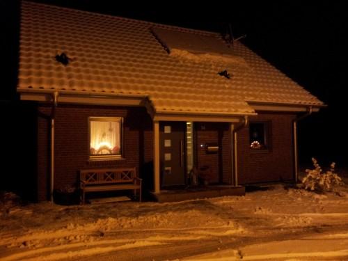 Haus im Schnee (2012-12-07 18:43)